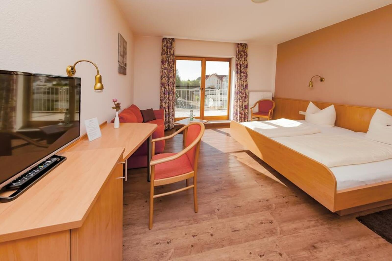 doppelzimmer-komfort-hotel-pension-bett-fruehstueck-riedstadt