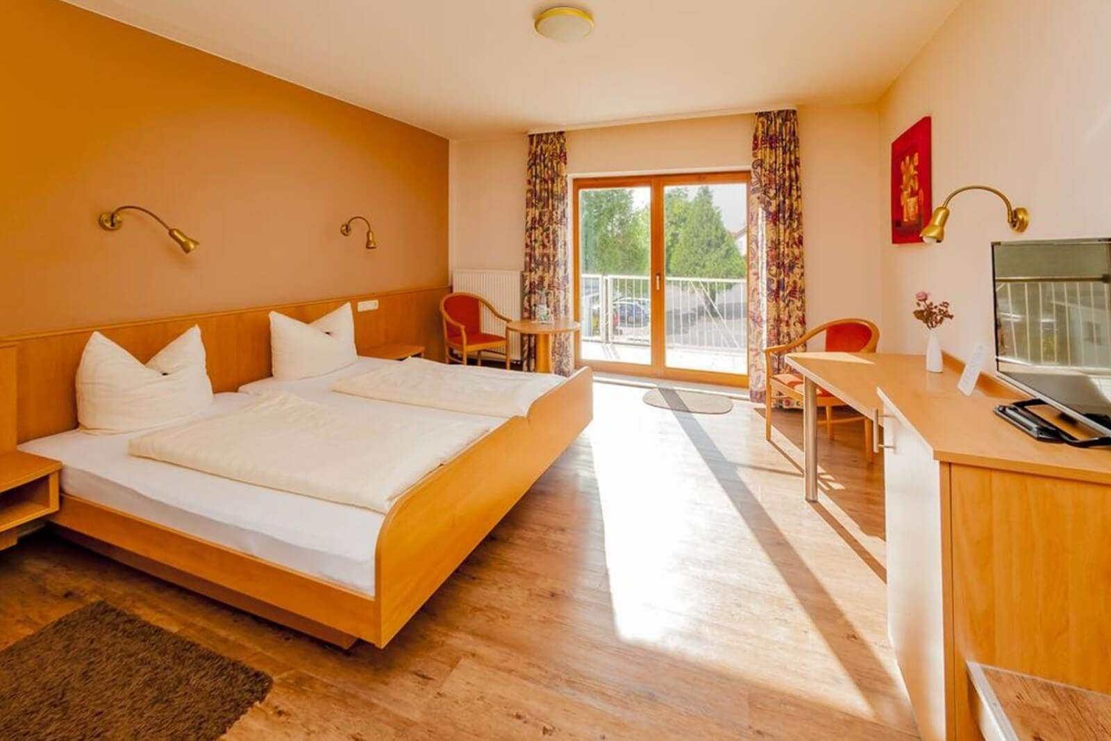 doppelzimmer-komfort-hotel-pension-bett-fruehstueck-riedstadt6