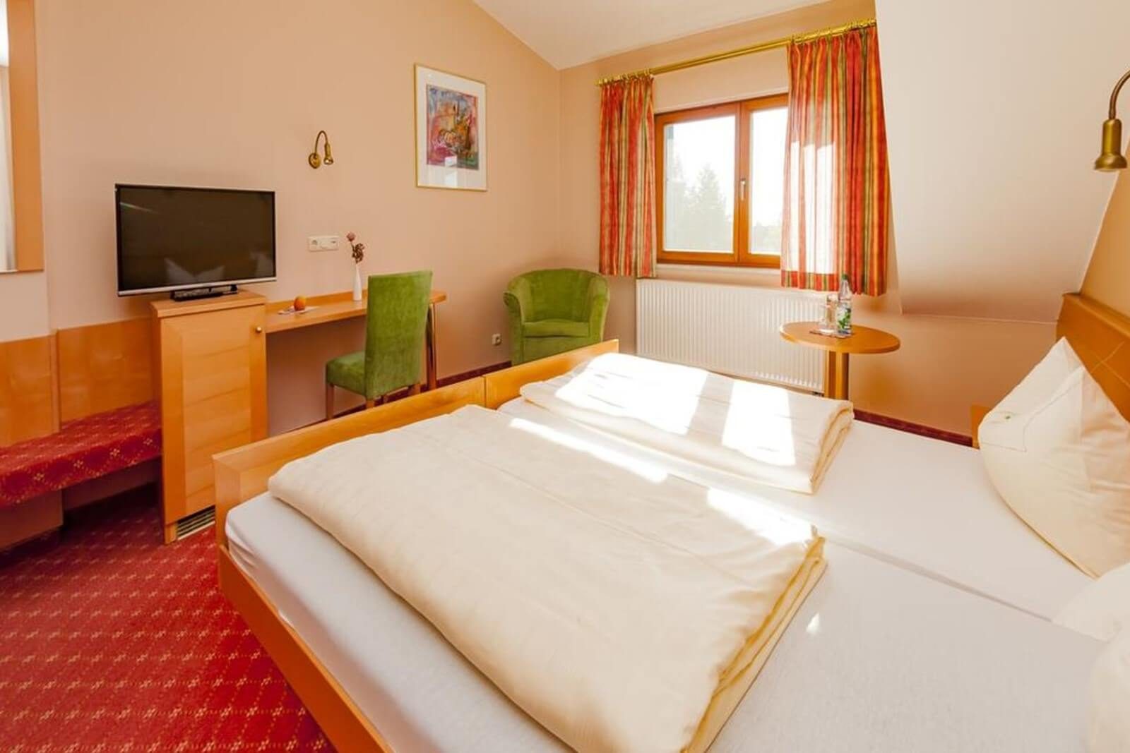 einzelzimmer-komfort-hotel-pension-bett-fruehstueck-riedstadt3