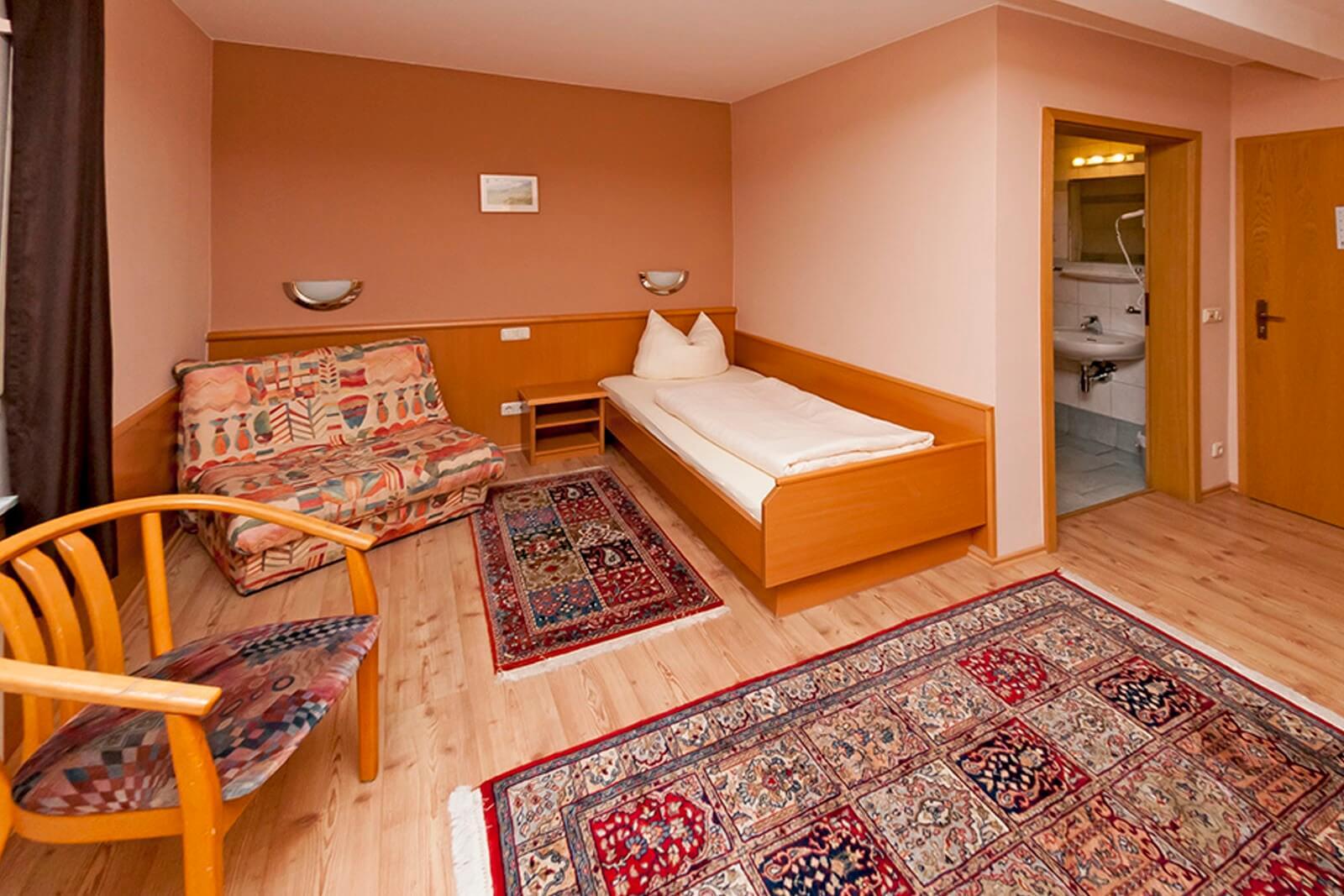 einzelzimmer-standard-hotel-pension-bett-fruehstueck-riedstadt