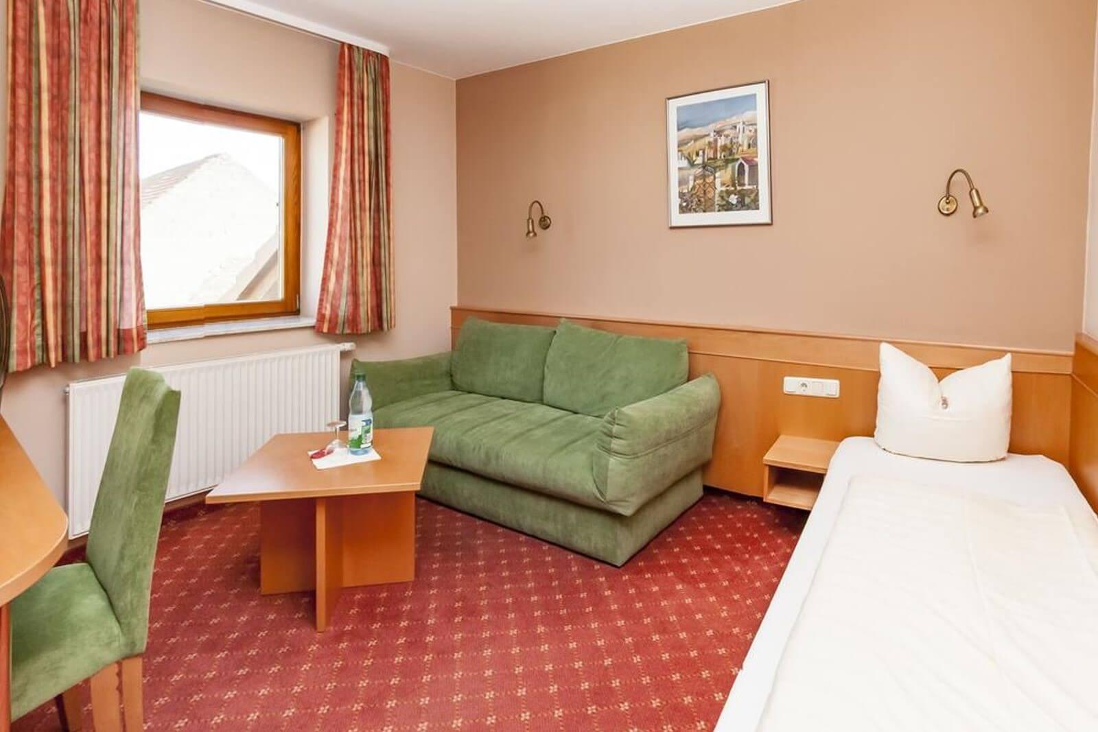 einzelzimmer-standard-hotel-pension-bett-fruehstueck-riedstadt3