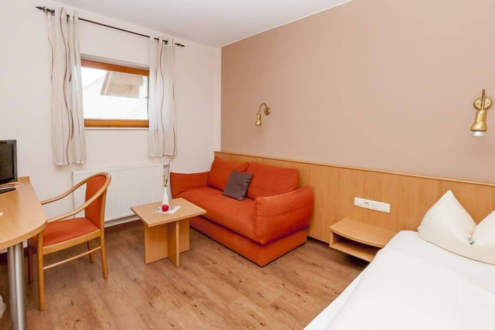 einzelzimmer-standard-hotel-pension-bett-fruehstueck-riedstadt5